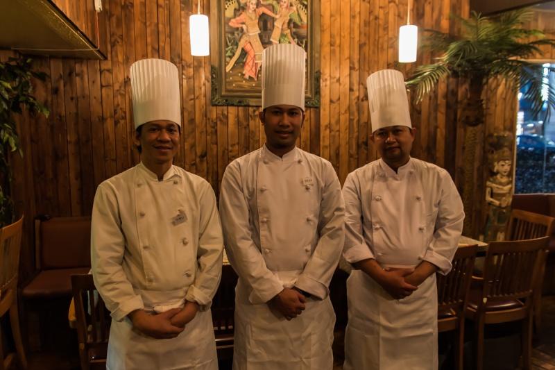 本場仕込みのインドネシア人料理人が腕を振るいます