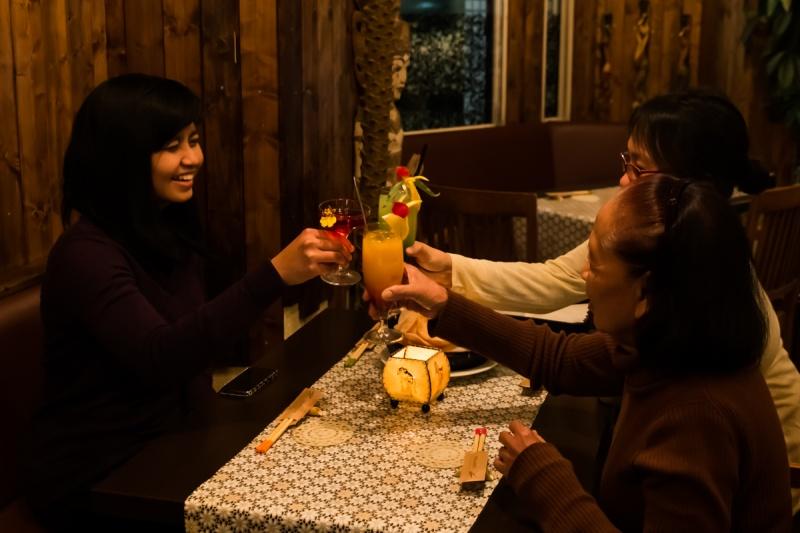 トロピカルカクテルで乾杯!